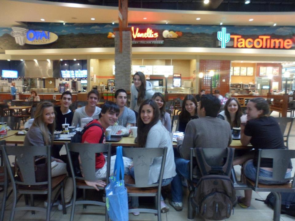 lunch-with-friends-at-the-mall