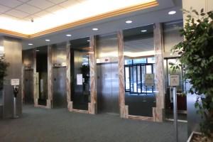 学校が入っているビルのエレベーターホール